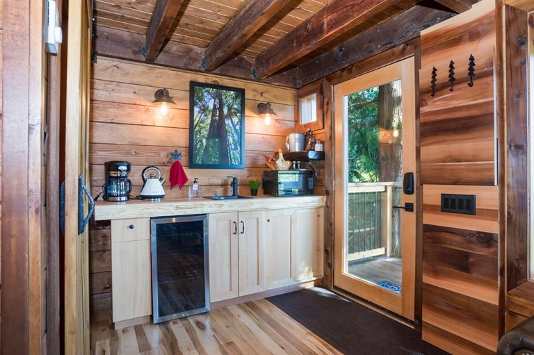 Alamo Finishing - Sooke Treehouse